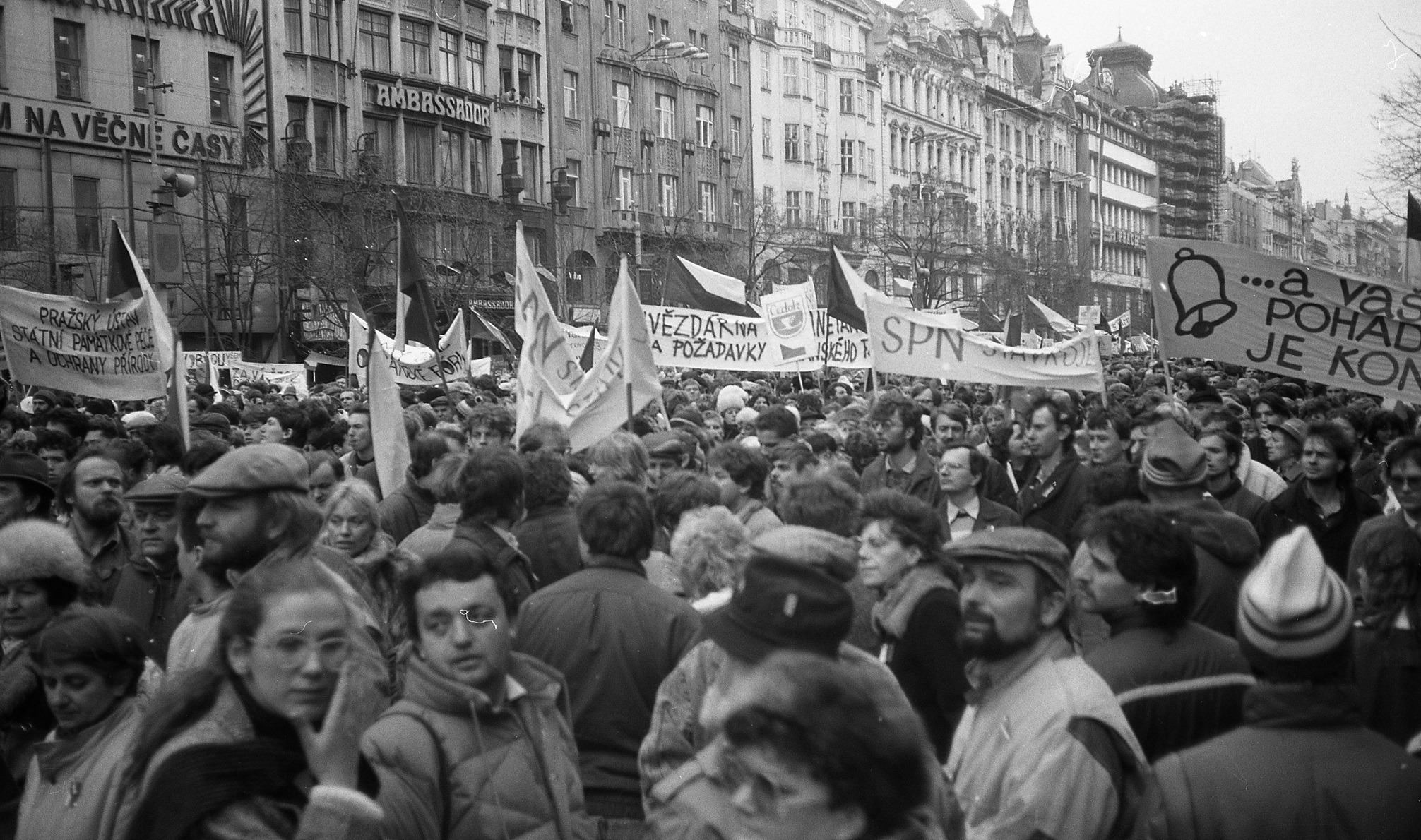 Proteste in Prag 1989 - Foto: Josef Šrámek ml., 1989 sametova revoluce 12, CC BY 4.0