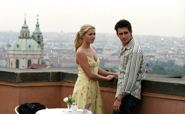 "Jessica Boehrs und Scott Mechlowicz in ""EuroTrip"" (2004). Foto: ČTK/Mary Evans/Blue Sea Productions Inc. / Ronald Grant Archive / Mary Evans / Pantheon"