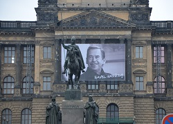 Foto: Nationalmuseum mit Havel-Plakat